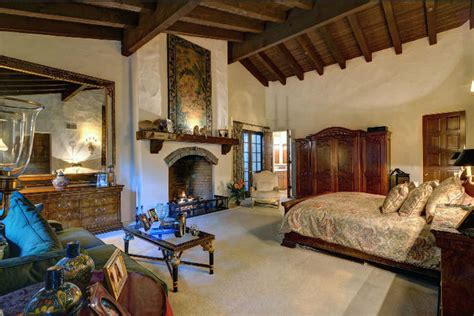 Johnny Depp Buys Hollywood Hills Home for Ex, Vanessa