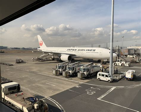 Review of Japan Airlines flight from Tokyo to Osaka in Economy