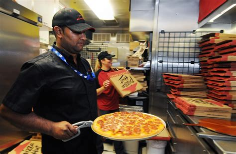 Pizza Hut chooses Toledo as test market - The Blade