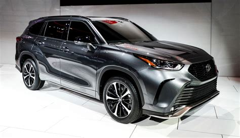 Don't Let the 2020 Toyota Highlander Fool You With Its